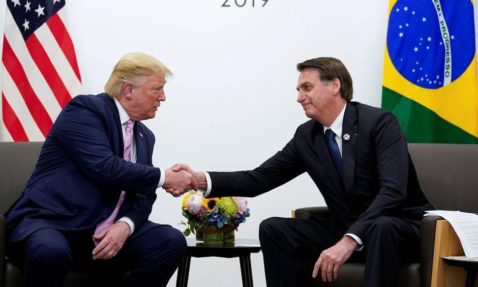 Trump conversa com Bolsonaro e oferece ajuda para combate a incêndios na Amazônia