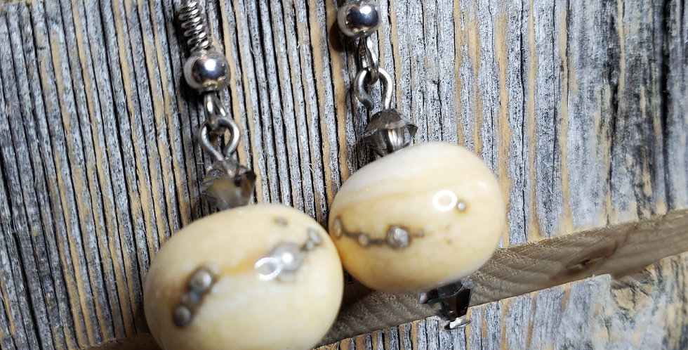 Creamy Earrings