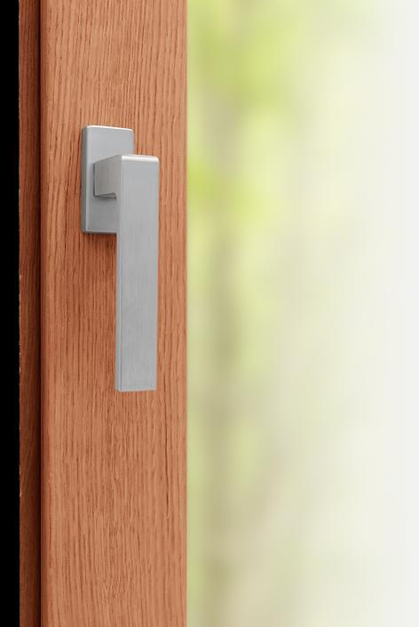 Finestra in legno con pacchetto di sicurezza antieffrazione