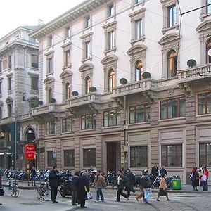 Finestre in legno - Palazzo Luxottica a Milano