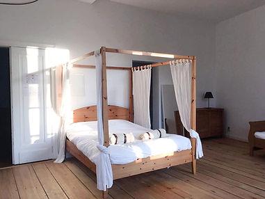 LivingLei bed and breakfast room