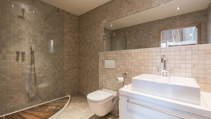 Appartment 1 Bathroom