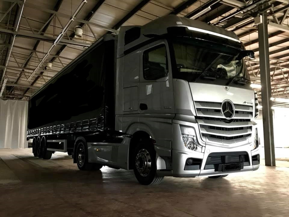 New Actros 2019 with curtain side traile
