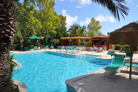 pool snack bar green village resort 2.JP