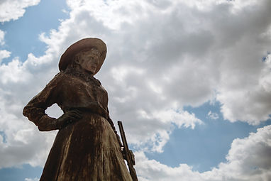 Annie Oakley Statue