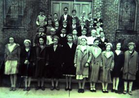 23 -  Grades 5-8 - 1933.jpg