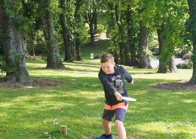 West End Park Timaru Disc Golfer