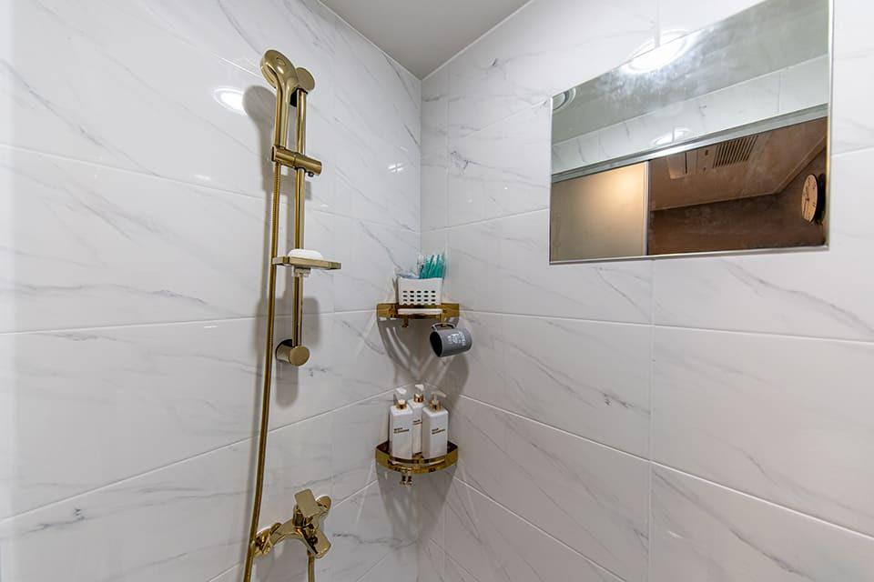 강동 길동역 라인테라피 샤워실