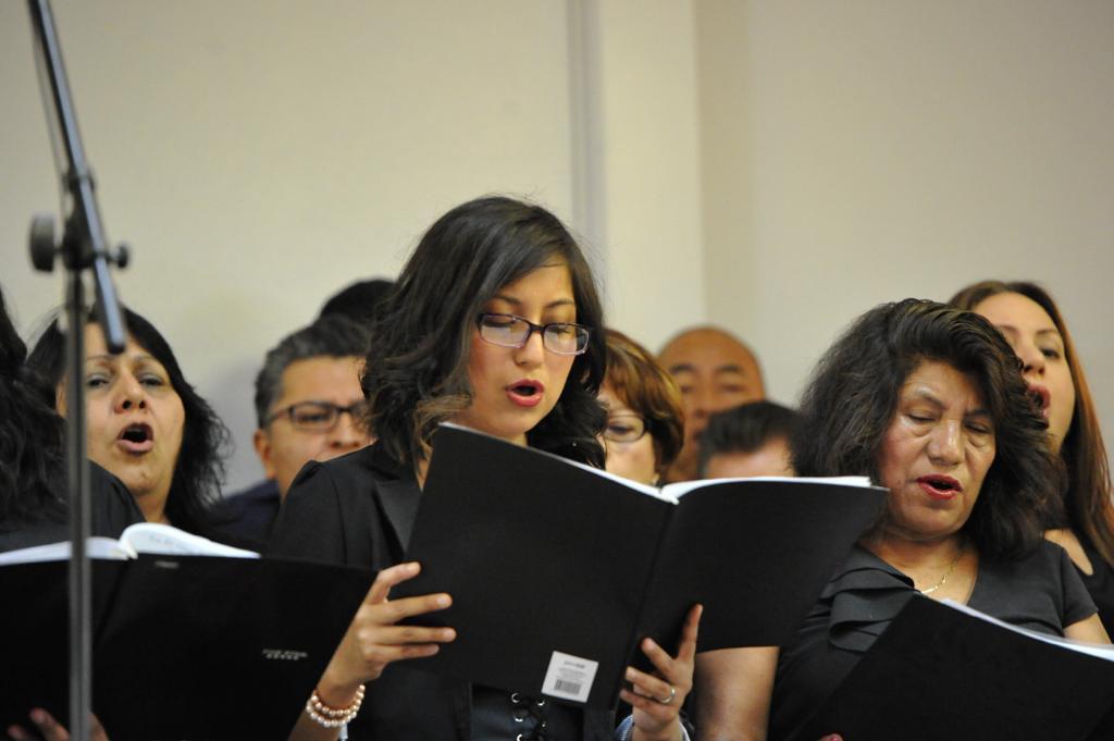 Coro de El Buen Pastor cantando con Steve Green