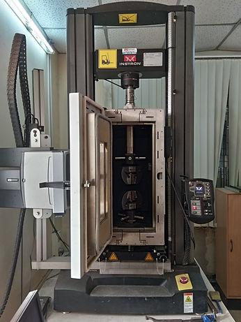 Instron UTM at FRP Composite Lab