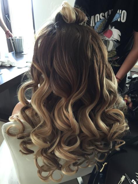 WAVED HAIR