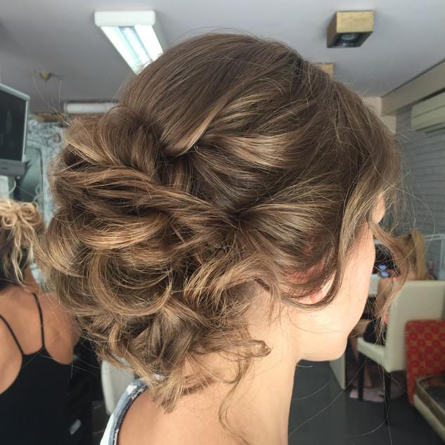 MESSY BRIDAL HAIR