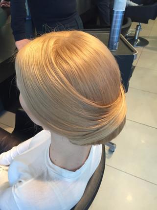 SLEEK BRIDAL HAIR