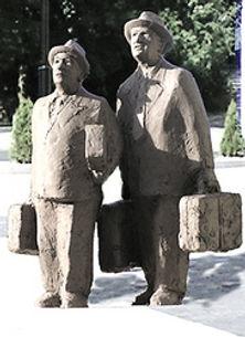 pomnik Pawlaka i Kargula