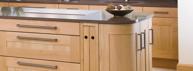 Marpatt Classic Collection - Mowbray in light Oak, island detail