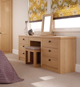Hepplewhite Albany dressing table in Light Oak with traditional pewter knobs