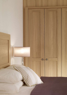 Hepplewhite Albany wardrobe in Light Oak with traditional pewter knobs
