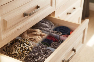 Hepplewhite Bosworth drawer detail in Odessa Oak