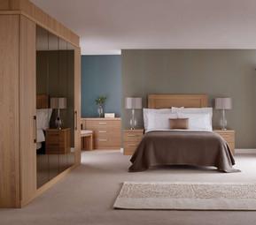 Hepplewhite Linear roomset with mirror doors in Light Oak veneer