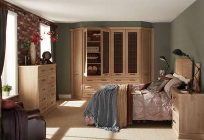 Hepplewhite Bosworth roomset with door open in Odessa Oak