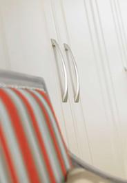 Hepplewhite Prima Curved handle detail