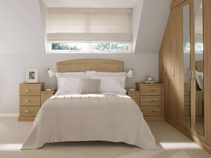 Hepplewhite Prima Square bed arrangement in Light Cherry