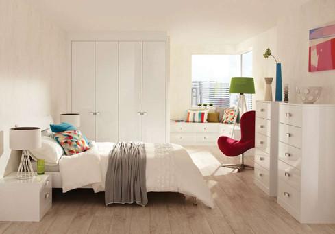 Hepplewhite Lustro roomset in Frost White High Sheen