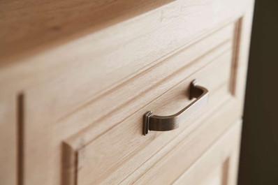 Hepplewhite Bosworth drawer front detail in Odessa Oak
