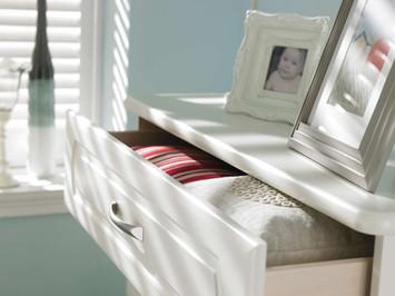 Hepplewhite Prima Curved drawer detail in Gardenia
