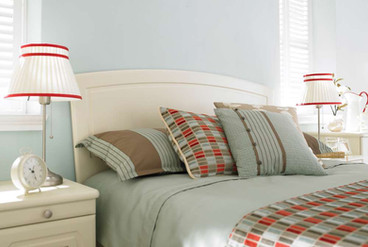 Hepplewhite Prima Curved bed detail in Gardenia