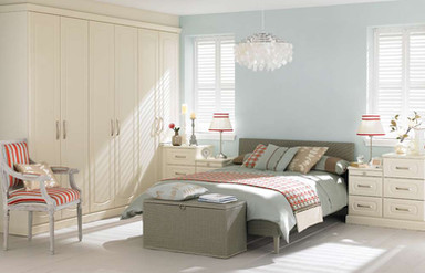 Hepplewhite Prima Curved roomset with plain doors in Gardenia
