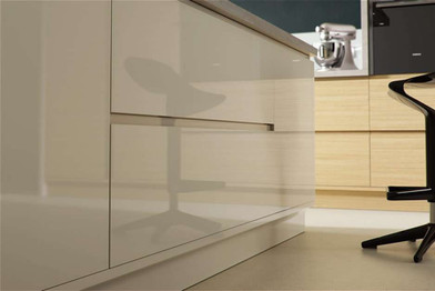 Marpatt Contemporary Collection - Airo in Alabaster Gloss and Natural Oak (finish detail)