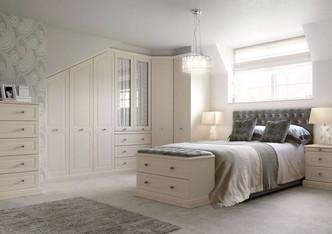 Hepplewhite Harewood roomset in Gardenia