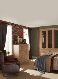 Hepplewhite Bosworth lifestyle with chest in Odessa Oak