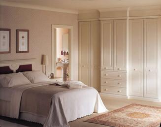 Hepplewhite Harewood breakfront wardrobe combination in Gardenia