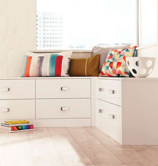 Hepplewhite Lustro corner chest combination in Frost White High Sheen
