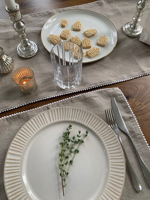 Biscuit - Linen pom pom placemats