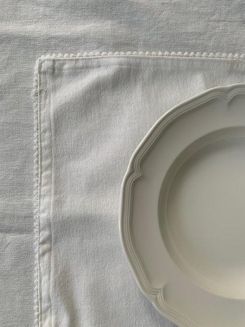 Chalk white - Cotton pom pom placemats