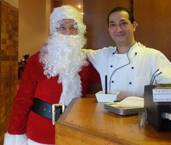 Père Noël et Aldo dans la Pizzeria Trattoria di Sapri - 115 rue Ordener