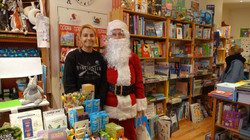Père Noël dans la Librairie L'humeur vagabonde Jeunesse - 43 rue du Poteau