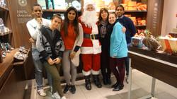 Père Noël avec toute l'équipe de Jeff de Bruges 104 rue Ordener