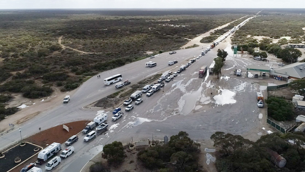 Crazy Times That The Nullabor was at a traffic jam. This incredible photo was taken yesterday showing the unprecedented impact of COVID19 on Australian communities.