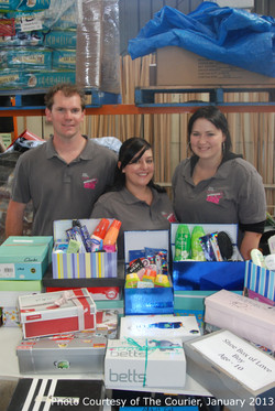 Marcus, Kim, Tali and boxes - 30.01.2013-watermark