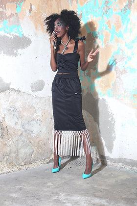 חליפת נייק שחורה -מחוך וחצאית מידי