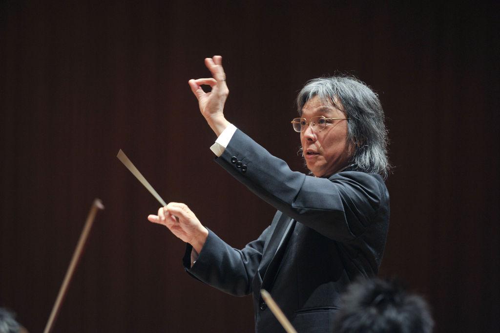 合唱指揮者・三澤洋史、八面六臂の夏