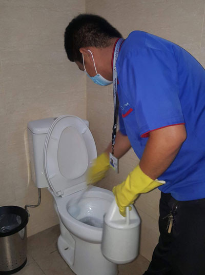 disinfecting-toilet-bowl-by-servicemaster-philippines