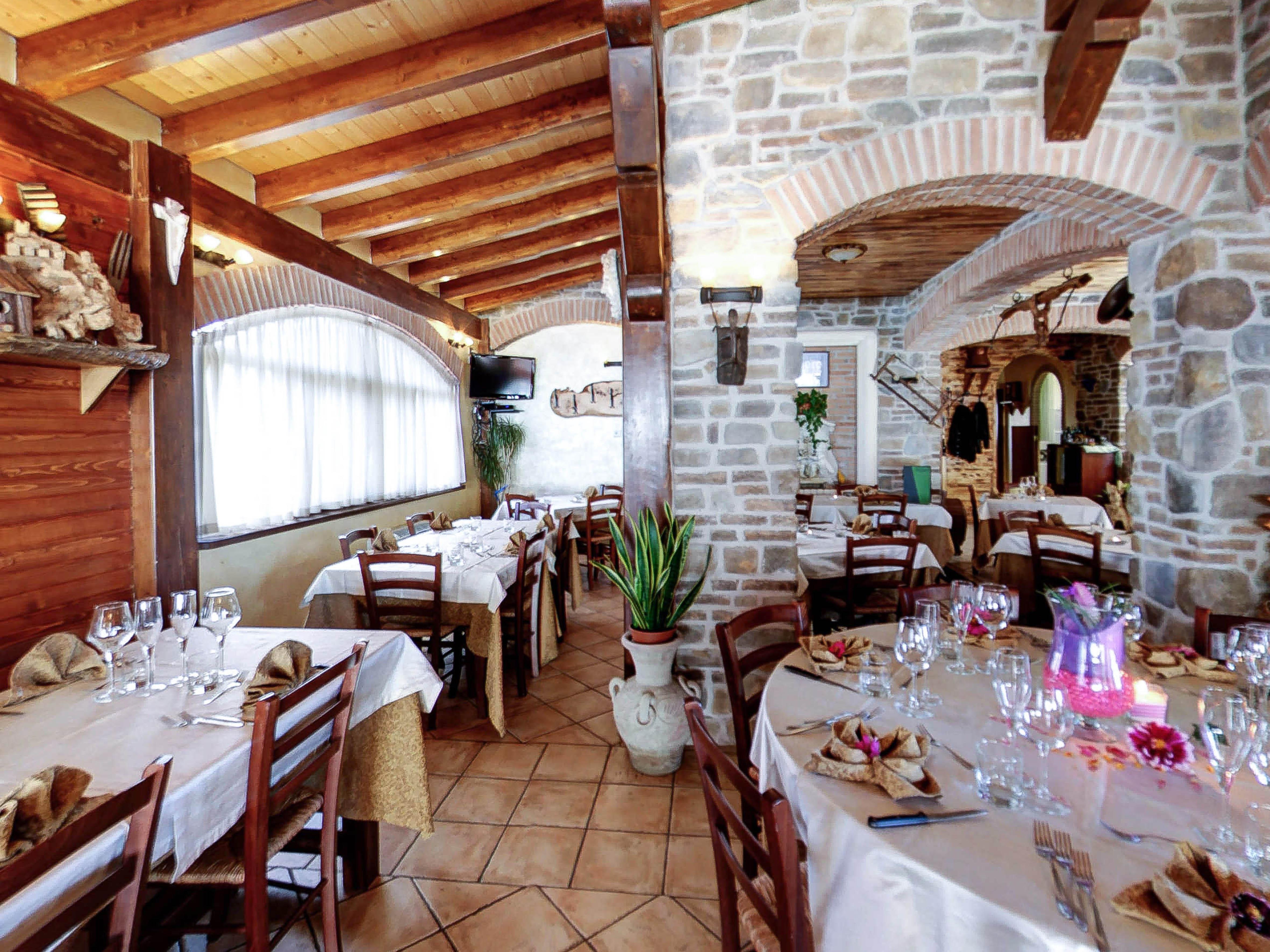 Restaurant2_3.jpg