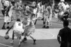 大阪府大阪市で生まれ、中学生の時に兄とNBAの影響を受けバスケットボールを始める。高校の時に大阪高等学校、創設以来初の全国大会へ導く。同時に大阪代表選手に選抜(国体)、大阪体育大学に進学するが、一年で退学し翌年に大阪経済大学へ進学。3年生の時に当時2部のバスケットボール部を1部へ昇格する原動力になる。4年生の時に関西学生バスケットボール連盟1部リーグ1次リーグ3pランキング1位。 その後休学をし、2004年アメリカでプロバスケットボール選手を目指し、ニューヨークに単身渡米する。当時2007年ニューヨークで最も権威のあるストリートボールの大会KINGDOME CLASSICに出場