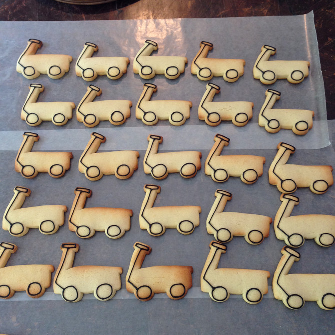 How to Paint a Red Wagon Cookie
