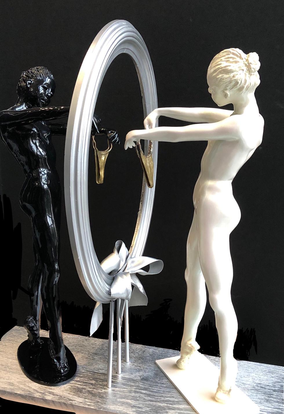 La Petite Danseuse au Miroir
